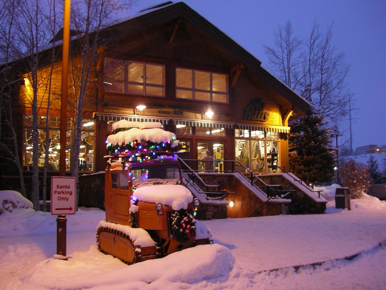Ski-Haus-Steamboat-Springs-Colorado-Here-and-open06