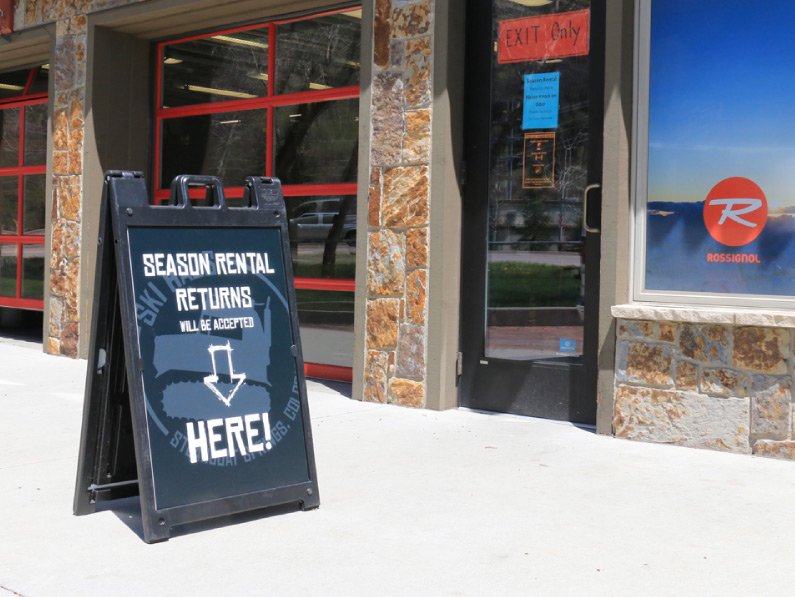 Ski-Haus-Steamboat-Springs-Colorado-Here-and-open07