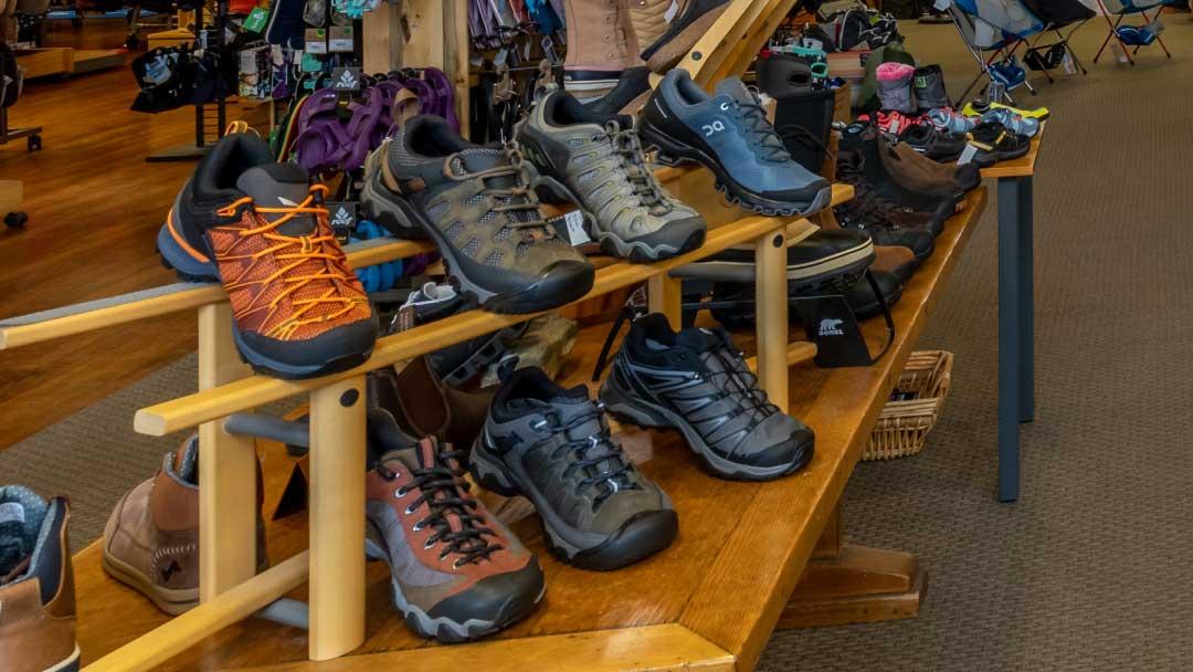 Ski-Haus-mens-footwear