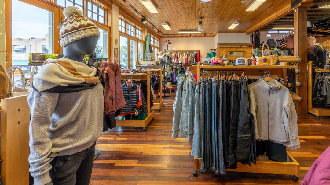 Ski-Haus-womens-mountain-fashion